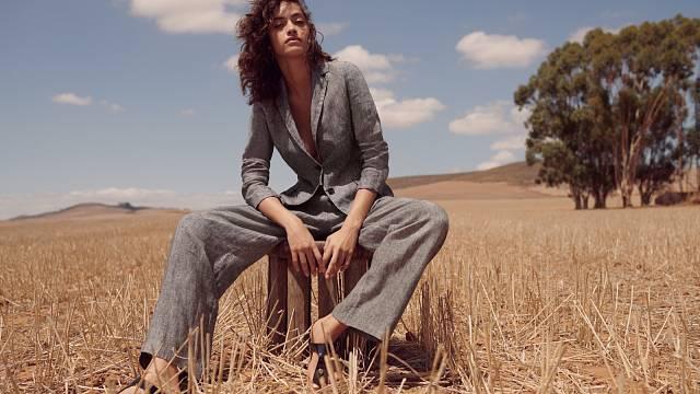 Kalhotový kostým je praktický kousek v šatníku