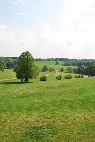 Pohled na památné Lidice - směrem od Buštěhradu