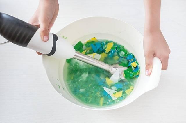 Na mixování použijte běžný mixér, kterým se mixuje třeba brokolice na polévku.