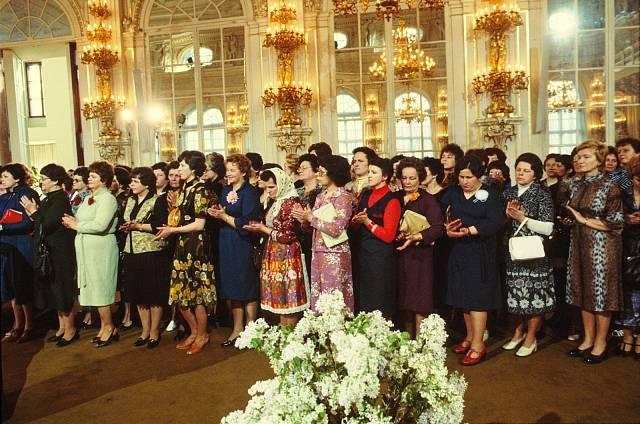 U příležitosti MDŽ přijal 5. března 1980 delegaci československých žen na Pražském hradě prezident ČSSR Gustáv Husák.