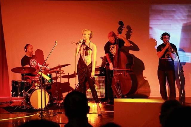 Jana na svém prvním sólovém kocertu v Los Angeles.