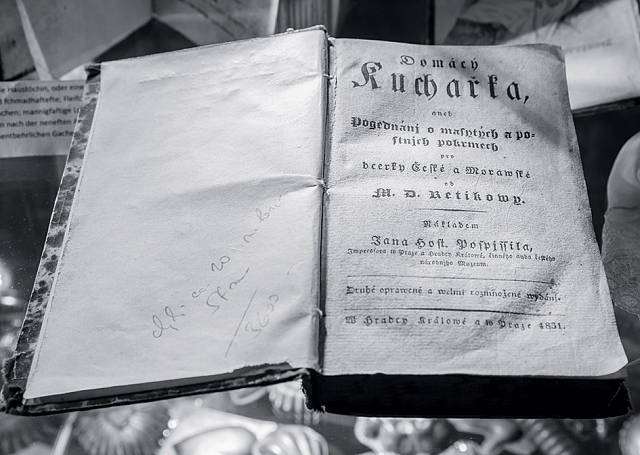 Originál její kuchařky mají v muzeu ve Všeradicích.