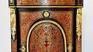 Na zámku mají celý set nábytku ve stylu Charlese Boulleho (1642–1732), jednoho z nejpozoruhodnějších uměleckých truhlářů Francie.