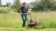 S bubnovou sekačkou svému krásnému trávníku taky neublížíte.