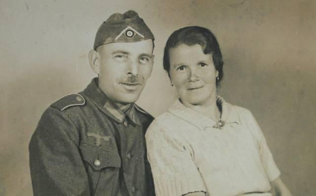 Otec Karel Matauch s matkou Marií