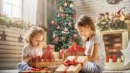 Nepřehánějte to s dárky, mnoho dětí jich má opravdu hodně