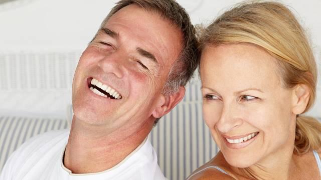 V menopauze může mnohé ženy překvapit ztráta chuti na sex. Zapomínat se nesmí hlavně na otevřenost a komunikaci s partnerem.