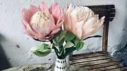 Tuhle kytici nepřipravili zahradníci, ale výtvarníci z atelieru TOTUM DIEM, kteří ji nabízejí na Fleru.