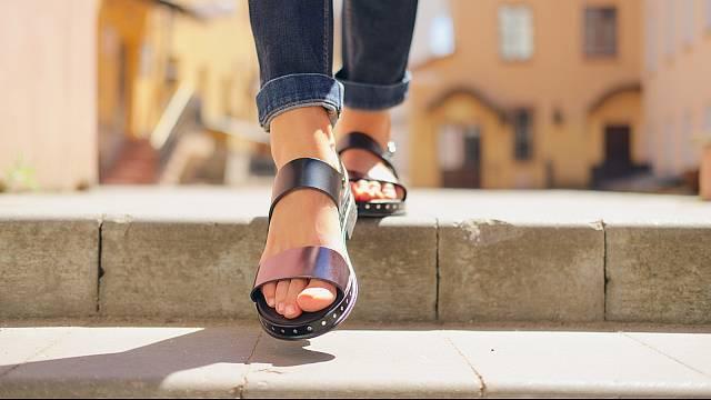 Masivní sandálky