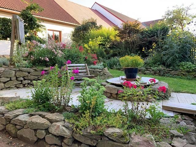 Majitelé zahrady U malíře ji budují podle pravidel přírodních zahrad.