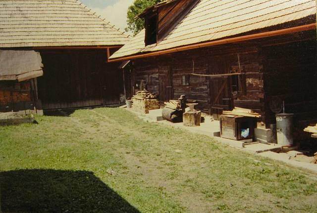 Hospodářská stavení na rodném statku