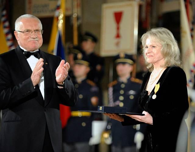 2009 předání medaile Za zásluhy I. stupně za zásluhy o stát v oblasti umění