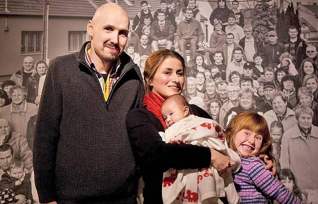 Kateřina Šedá s manželem Davidem a dcerami Julií a Editkou.