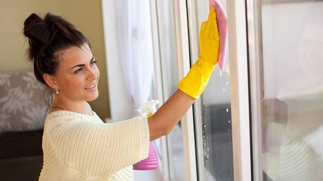 Dokonale umytá okna rozzáří váš byt.