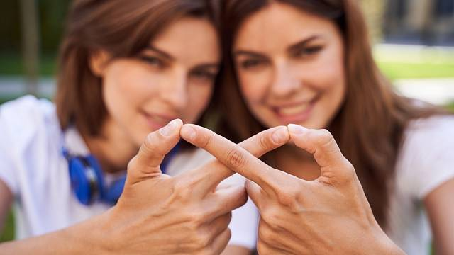 Mám být upřímná a zlikvidovat křehké vztahy?