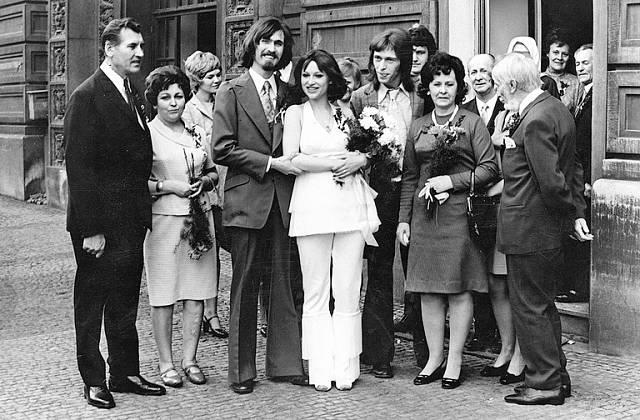 Svatba s prvním manželem Janem Vaculíkem, otcem dcery Báry.