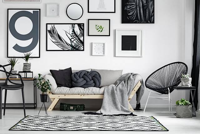 Interiér laděný do šedé barvy přináší zklidnění, vytváří si ho přemýšliví lidé.