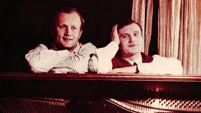 Jiří Šlitr a Jiří Suchý, autorská dvojice, která zásadně přepsala dějiny naší pop music a objevila desítky talentů.