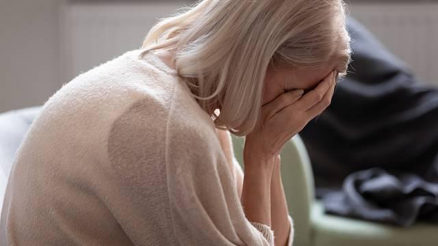 Alžbětě zemřeli oba rodiče během jednoho týdne, manžel bojuje o život