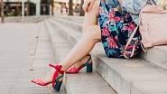 Krátké sukni svědčí vysoké podpadky