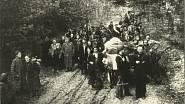 Stěhování z lesního tábořiště po osvobození Sovětskou armádou