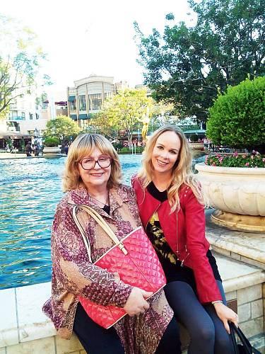 S maminkou Naďou Urbánkovou při její návštěvě v LA.
