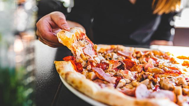 Pizza z mrazáku? Bude v ní víc soli, než je pro zdraví užitečné