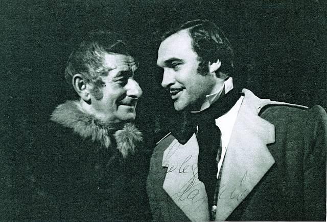 V Karlínském divadle si Cortés zahrál i s Vlastou Burianem.
