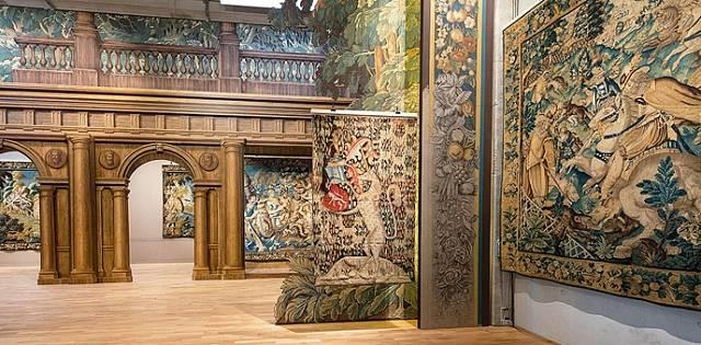 Mezinárodní muzeum tapiserií najdete na Rue Williams-Dumazet, samozřejmě v Aubussonu.
