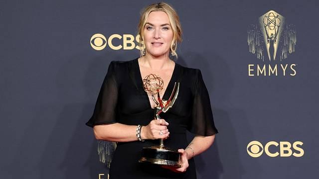 Emmy Awards 2021: Kate Winslet získala cenu jako Nejlepší herečka v hlavní roli v minisérii