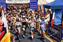 Závodníci při startu dvanáctého ročníku Krušnomana