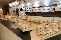 Letní břeh budoucího jezera ČSA se představuje na výstavě.