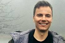 Adam Civín je freelancer, výtvarný a digitální umělec původem z Mostu