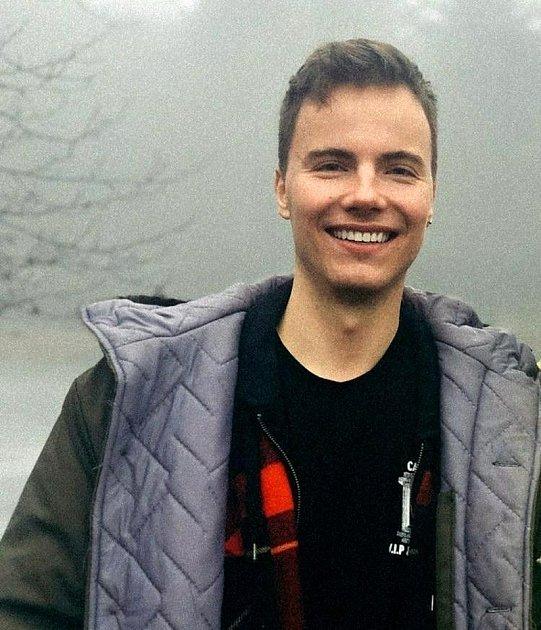 Adam Civín je freelancer, výtvarný a digitální umělec původem zMostu