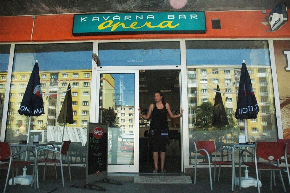Prodejny zmrzliny v centru Mostu: Kavárna Opera/Rozkvět