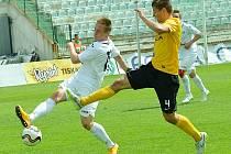 Most (v bílém) podlehl Sokolovu těsně 0:1.