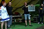 Do Litvínova dorazil i fanoušek z Polska. Dostal dárek v podobě puků s logem všech extraligových klubů.