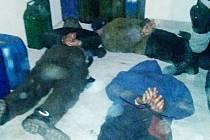 Zásahová jednotka zadržela pět osob podezřelých z krádeží nafty.