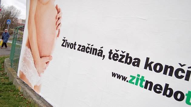Billboardová kampaň hnutí Greenpeace proti těžbě uhlí. Její plakáty byly vloni na několika místech v Mostě.