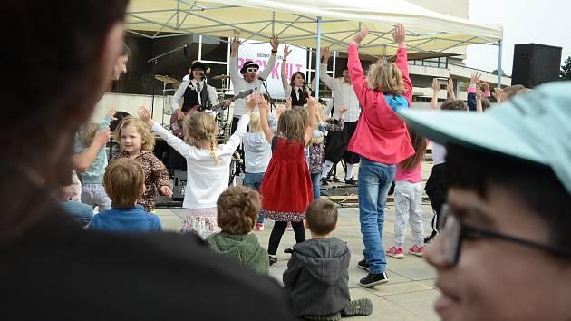 Rodinný festival Vesmírný recykult u Repre v Mostě.