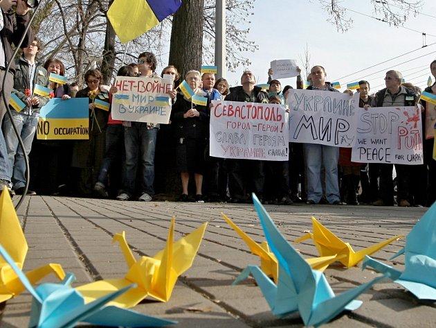 Protest v Brně proti násilí na Ukrajině.