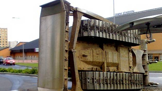 Havarovaný buldozer.