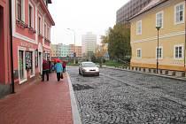 Do Mostecké ulice se v pondělí vrátí autobusy.