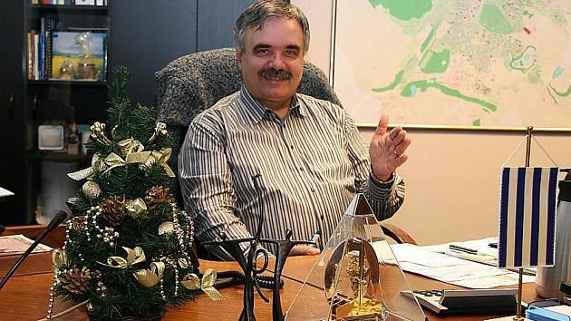 Primátor Mostu Vlastimil Vozka ve své kanceláři.