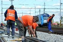 Práce na železnici.