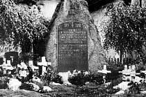 Původní podoba pomníku v Litvínově - Šumné na historickém snímku