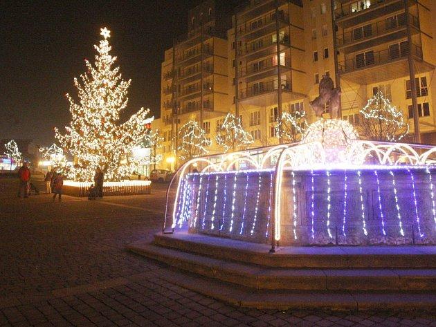 Takto vypadalo centrum Mostu během Vánoc v roce 2011.