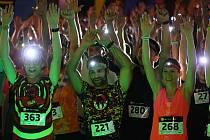 Stovky běžců se v Mostě zúčastnily večerního běhu Night Run Most. Start šestého ročníku byl tradičně na 1. náměstí, odkud vedla trasa do parku Šibeník a zpět.