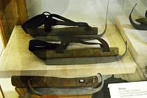 Brusle, které do Litvínova dovezli tkalcovští mistři z Holandska, jsou k vidění v Oblastním muzeu v Mostě, kde jsou vystaveny.