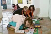 Galerie výtvarného umění v Mostě pořádá v těchto dnech výtvarné dílny pro žáky mosteckých základních škol.
